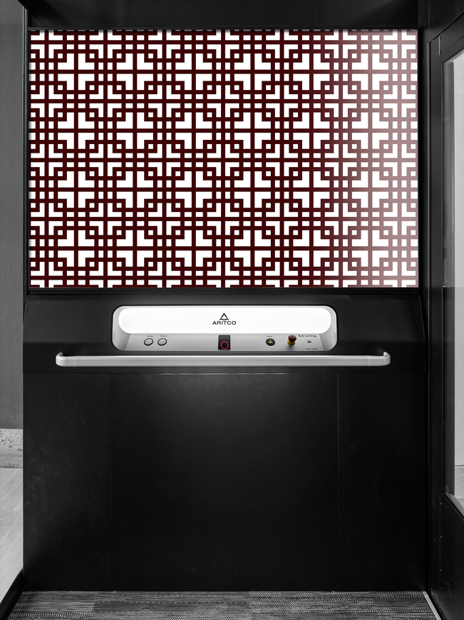 The home lift Aritco Homelift Access with a designwall in purple pattern
